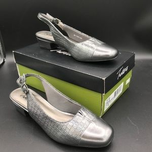 Trotters sling back silver shoes